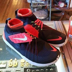 Men's NIKE flyon train dynamic sneakers